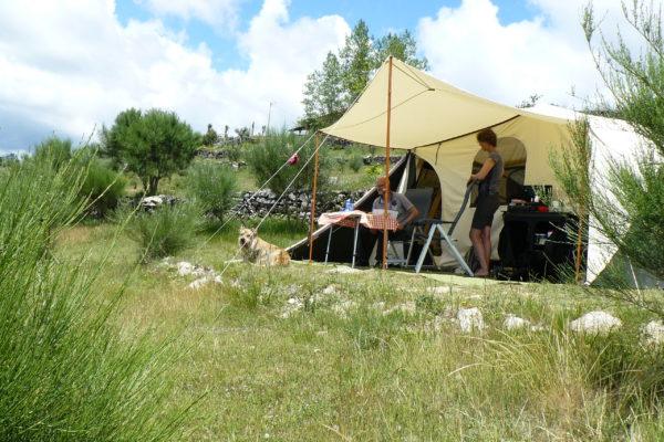 hondvriendelijke kampeerhoeve in de bergen van authentiek Noord Portugal